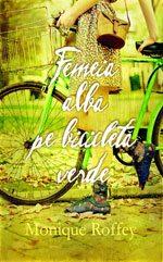 femeia-alba-pe-bicicleta-verde