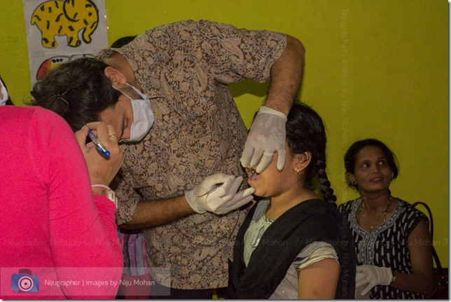 Dental_Checkup_at_Chimbel_by_Dr_Fernando_Noronha_and_teamMobile_Outreach_Program_Bookworm_Kannio_Initiatives-Nijugrapher-DSC_7051