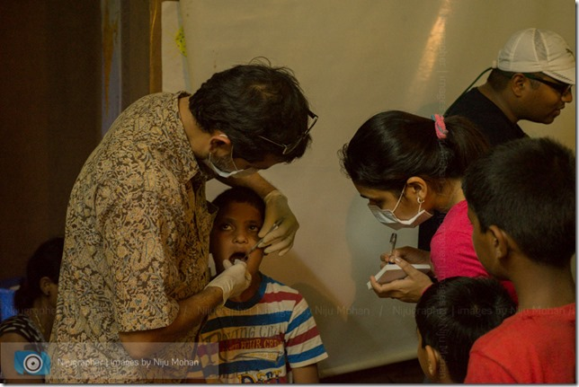 Dental_Checkup_at_Chimbel_by_Dr_Fernando_Noronha_and_teamMobile_Outreach_Program_Bookworm_Kannio_Initiatives-Nijugrapher-DSC_7036