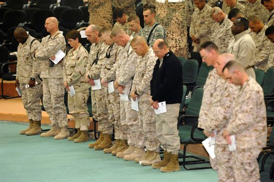 SECNAV prayers with Marines and Sailors at Fallujah in 2006