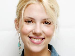 Scarlett-Johansson-Smile-01