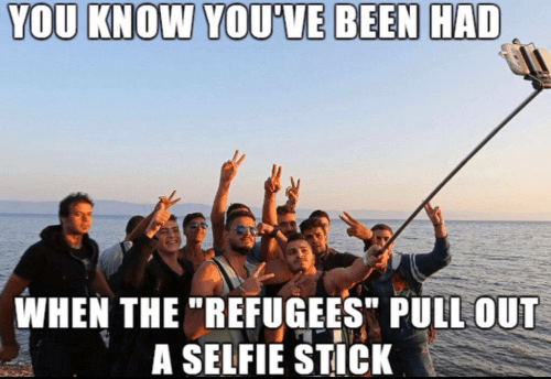 muslim-islam-refugees-with-selfie-sticks