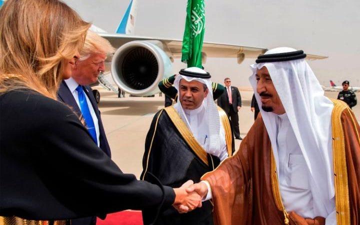 Melania greeted with handshake in Saudi Arabia