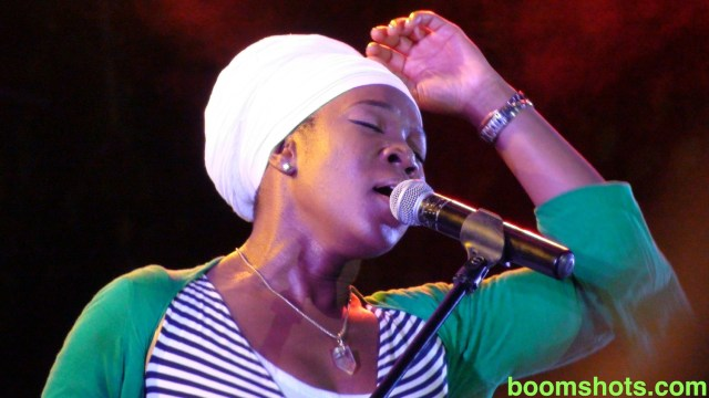 India Arie Lets Her Vibes Flow In Tobago