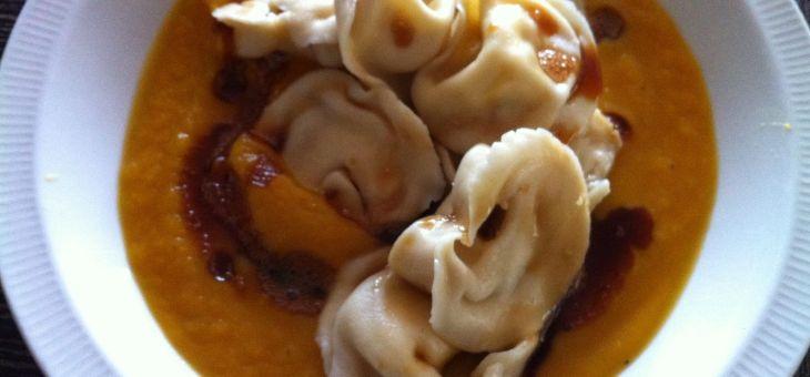 Crema de carbassa amb tortellinis casolans