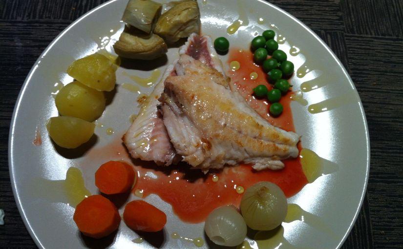 Pagell a la planxa amb verdures i salsa de taronja sanguínia