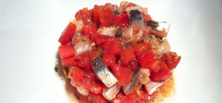 Tartar de tomàquet amb sardines marinades