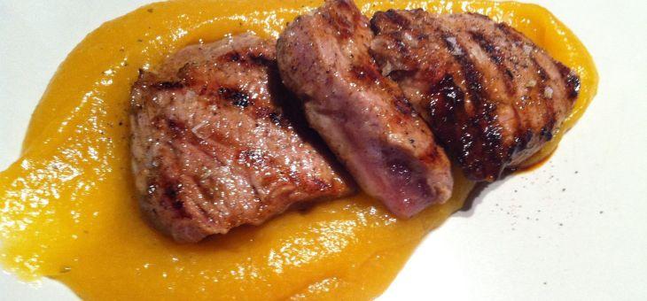 Filet de porc ibèric amb puré de poma i orellanes