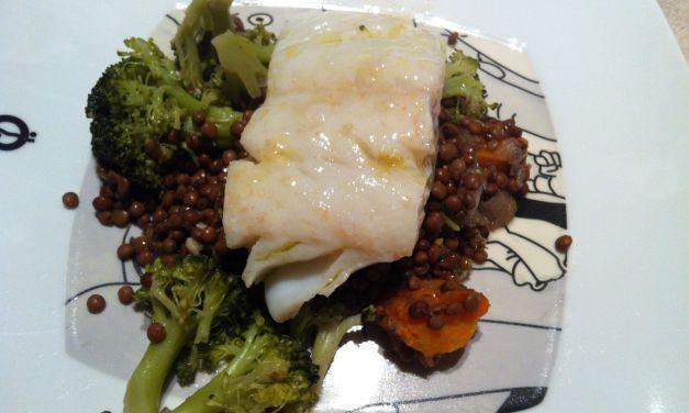 Bacallà amb bròquil i llenties estofades