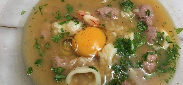 Sopa d´arròs amb gambes i ou