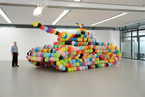 Balloon sculptures by artist Hans Hemmert