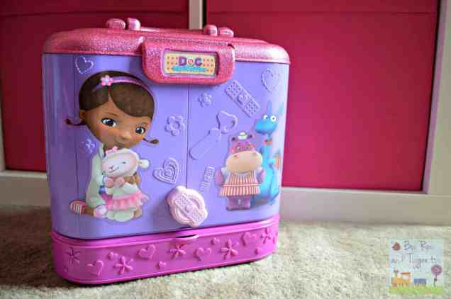 Doc McStuffins Carry Along Clinic Playset - Closed