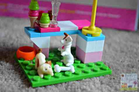 Mega Bloks Build 'n Play Chelsea Pool Party - Dogs