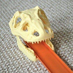 Hot Wheels Track Builder Volcano Blast - Dino skull stunt