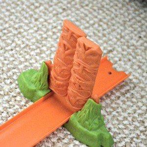 Hot Wheels Track Builder Volcano Blast - Totem pole stunt