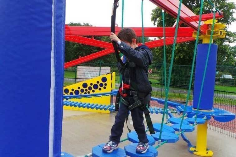 Drayton Manor Park VertiGO - Tigger Walking Tots
