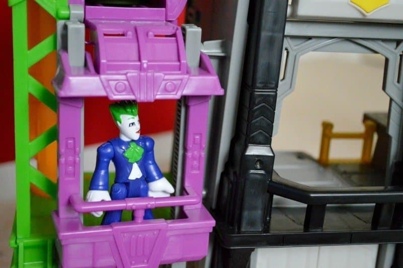 fisher-price-imaginext-super-flight-gotham-city-joker