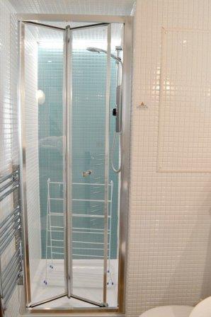 butlins-minehead-seaside-apartment-shower
