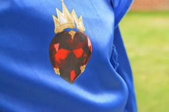 evie-descendants-isle-of-the-lost-costume-pendant