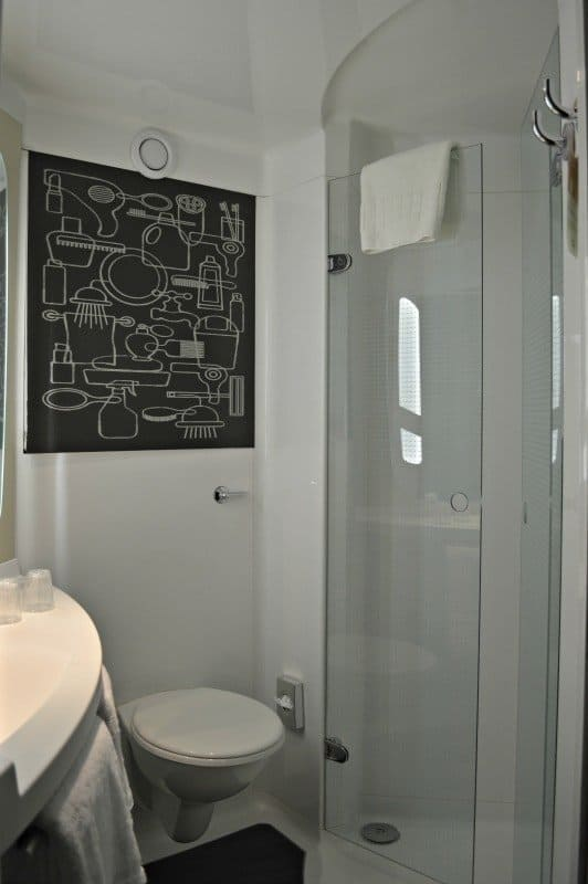 ibis-manchester-portland-street-bathroom-shower