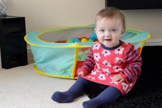 nutmeg-baby-knitted-dress-piglet-sitting