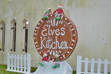 chessington-winters-tail-the-elves-kitchen