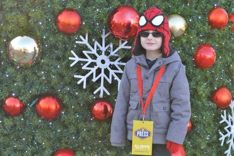drayton-manor-magical-christmas-tigger-christmas-tree