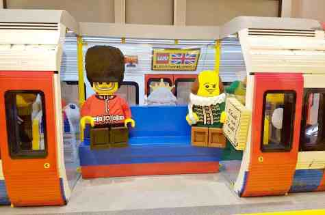 lego-store-london-empty-tube