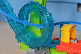 thomas-friends-minis-motorized-raceway-water-track
