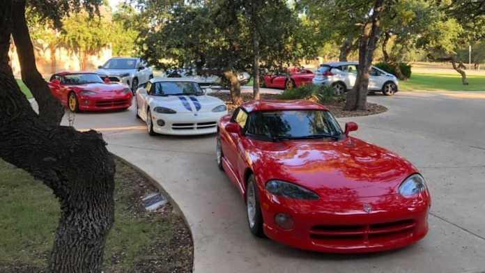 Bilejer Chris Hullinger fra Texas har fået plads til hele syv biler i en garage, hvor der egentlig kun kan være tre.