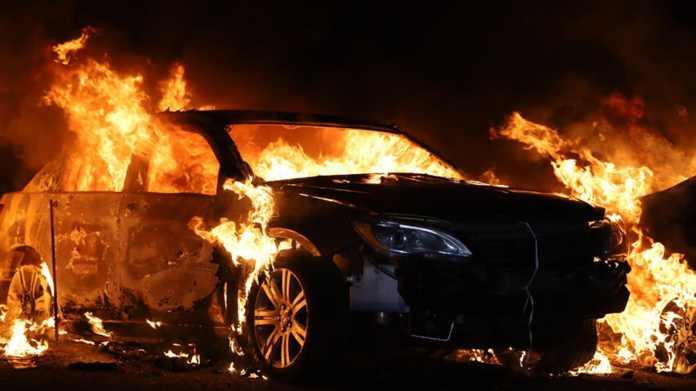 40 biler ventede på at blive auktioneret væk, da en nat i sidste weekend brændte op på en plads i Pennsylvania