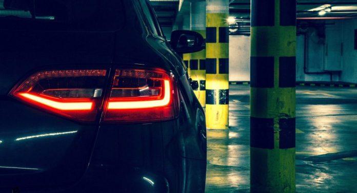 Parkering i de større byer er Helvede på jord. Sådan er det i Danmark og i USA, hvor en underjordisk p-plads er sat til salg for vanvittigt mange penge.