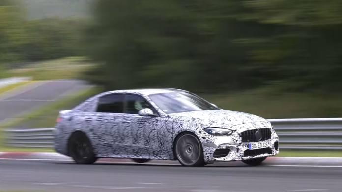 Mercedes er i fuld gang med testarbejdet, som skal til, før den næste C63 AMG kan slippes løs. Den er uden tvivl hurtig, men lyden er absolut intet værd.