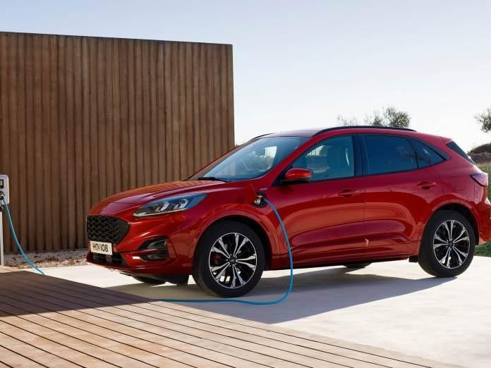Fra nytår er det slut med den billige registreringsafgift på plugin-hybrider. Den populære Ford Kuga stiger eksempelvis med flere tusinde kroner.