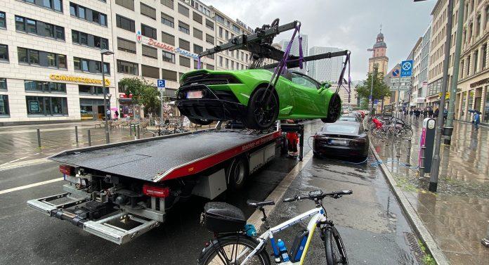 Første retsmøde om en irakisk mands vanvidskørsel i en spritny Lamborghini er fastlagt. Men Nordjyllands Politi kan ende med at have bilen stående meget længe.