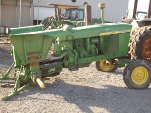 John Deere 3010 salvage tractor at Bootheel Tractor Parts