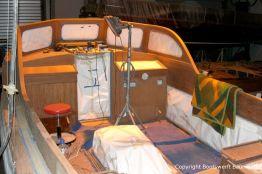 Lackiervorbereitungen im Cockpit der Rapsody 29 in der Werfthalle der Bootswerft Baumgart in Dortmund