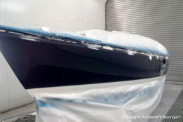 Bootslackierung beim Refit einer Varianta 65 in der Lackierkabine der Bootswerft Baumgart in Dortmund