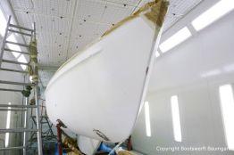 Bootslackierung beim Refit einer Vilm 106 in der Lackierkabine der Bootswerft Baumgart in Dortmund