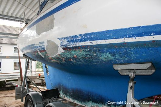 Bootsreparatur einer NAB 32 Segelyacht auf dem Werftgelände der Bootswerft Baumgart in Dortmund