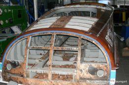 Skelett des Heckspiegels der Riva Ariston bei der Restauration in der Werfthalle der Bootswerft Baumgart in Dortmund