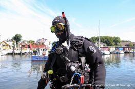 Taucher bei der Bergung der Riva Super Aquarama durch die Bootswerft Baumgart