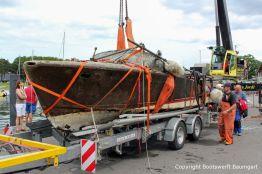 Kranen der Riva Super Aquarama nach der Bergung durch die Bootswerft Baumgart