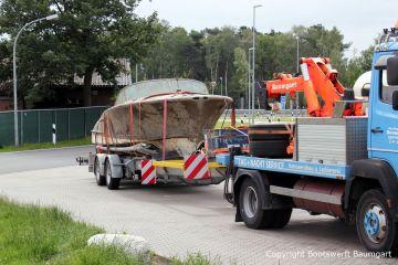 Bootstransport einer geborgenen Riva Super Aquarama durch die Bootswerft Baumgart