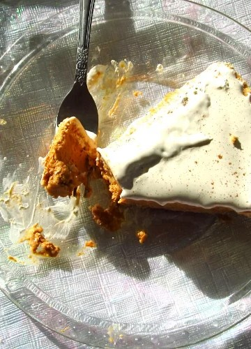 Frosted Pumpkin Pie with Whipped Topping