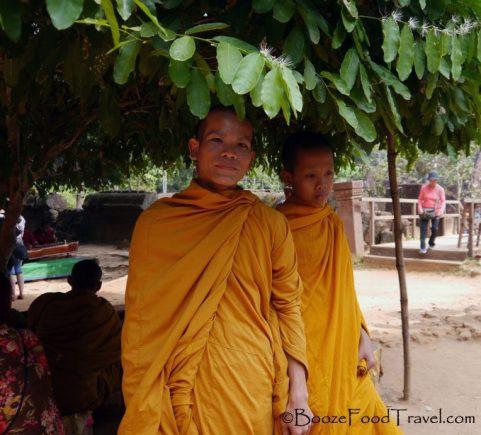 banteay srei monk