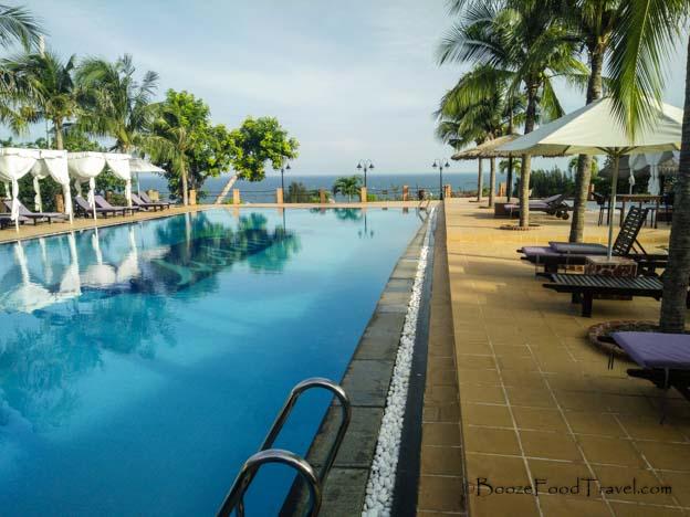 melon resort pool