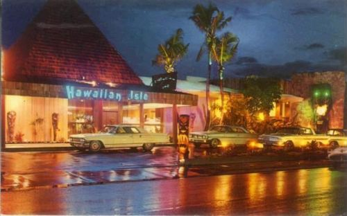 Vintage postcard of The Hawaiian Isle Hotel