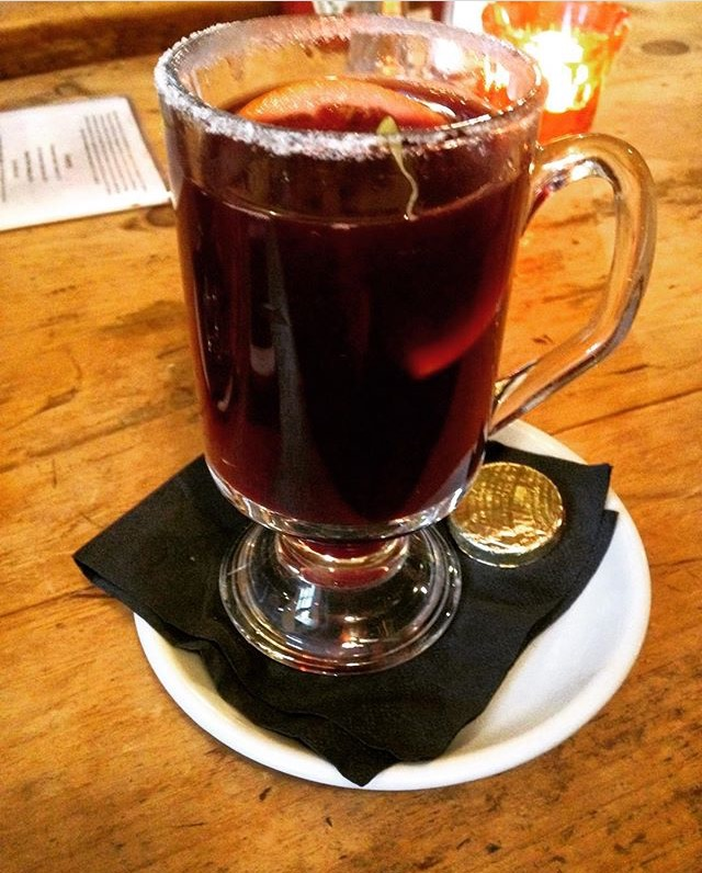 Mulled wine at the White Horse Pub, Oxford/Photo: Rebecca Holland