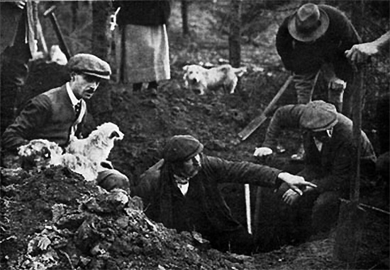 digging_with_terriers_1930s
